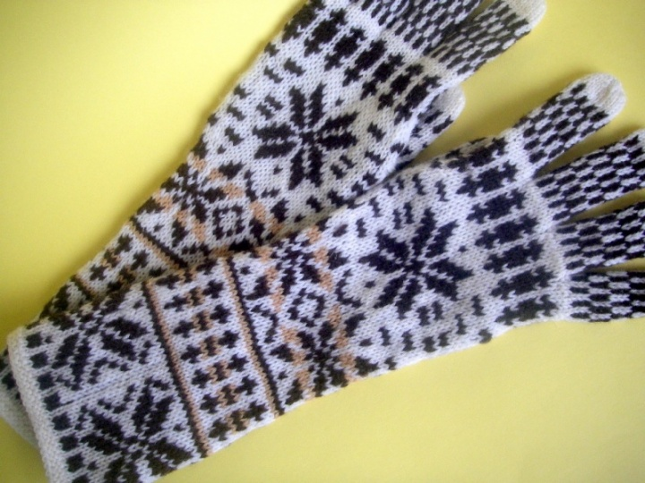 "Gloves "" Winter Story "" picture no. 2"
