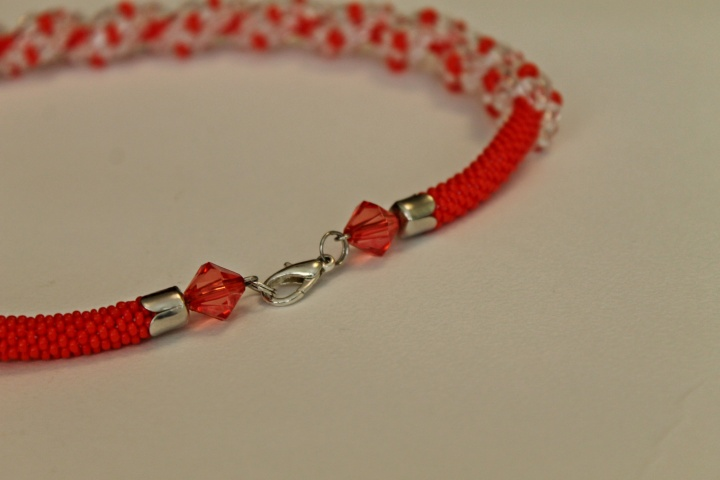 Red necklace (tow) handiwork picture no. 3