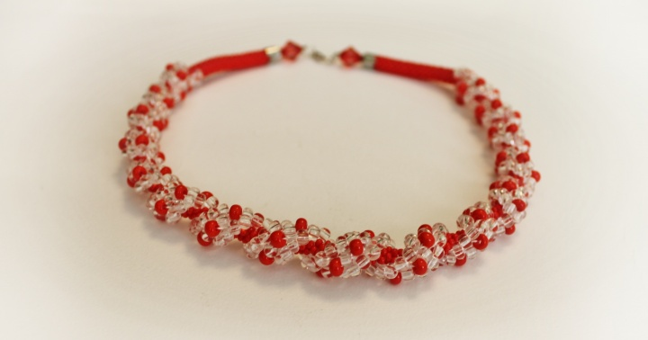 Red necklace (tow) handiwork picture no. 2