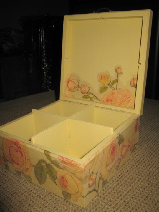 4 compartments box jewelry or tea picture no. 3