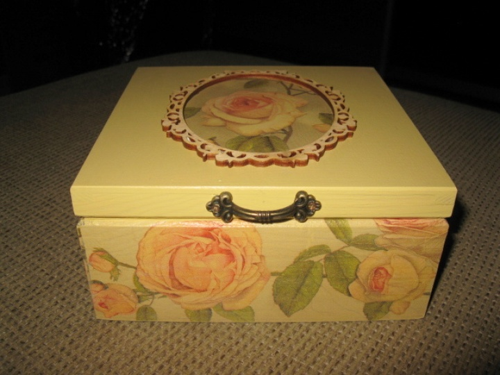 4 compartments box jewelry or tea picture no. 2