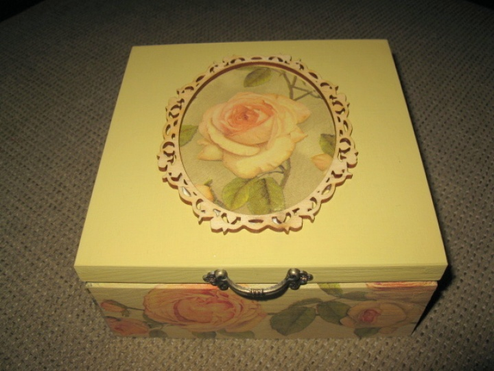 4 compartments box jewelry or tea