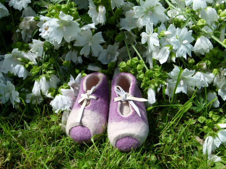 "slippers for mom and baby "" together "" picture no. 3"