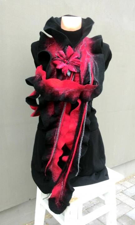 Black and red colors long scarf picture no. 2