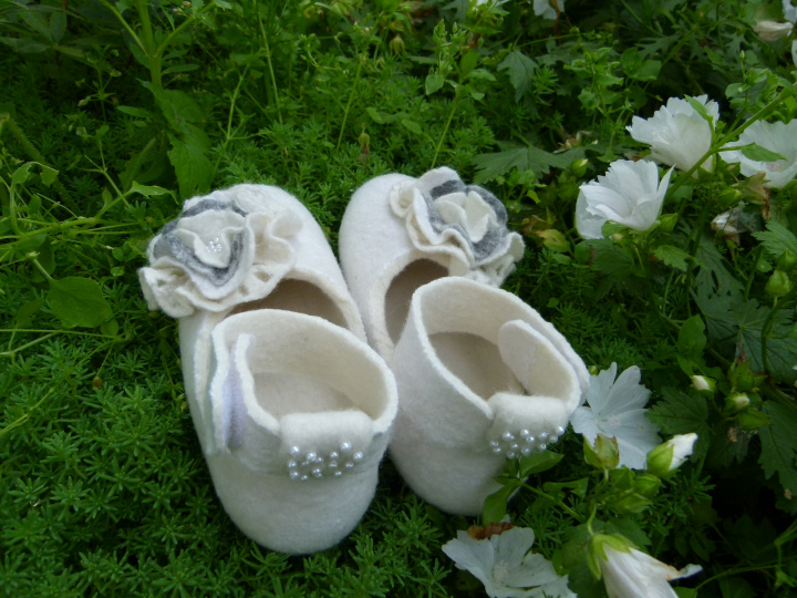 "Girl Christening shoes, ""childhood"" picture no. 2"