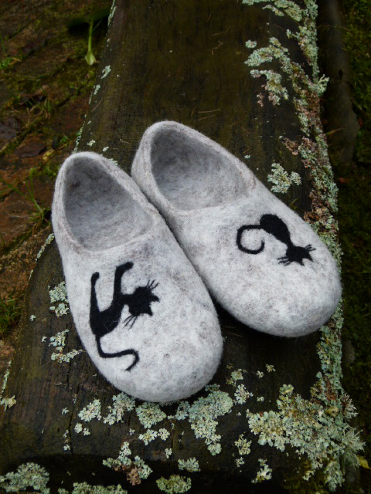 "felted gray slippers ""a cat day"""