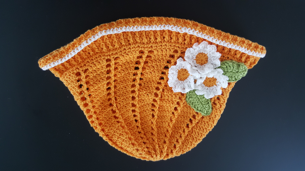 Girls hand crocheted summer hat picture no. 3
