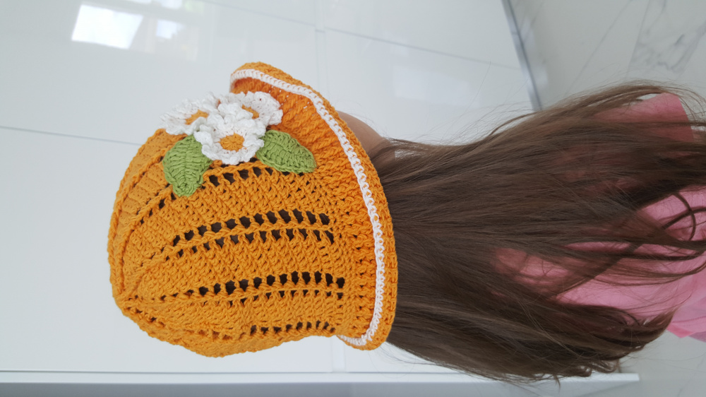 Girls hand crocheted summer hat picture no. 2