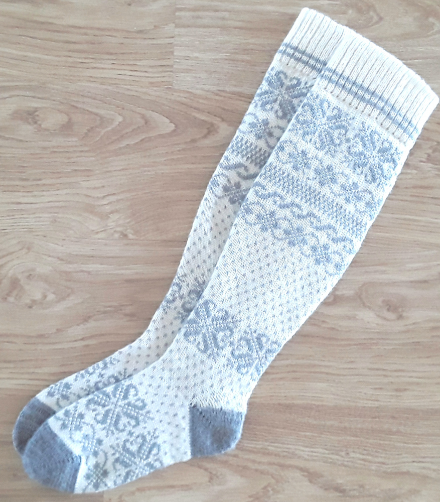 Long Wool socks with patterns  picture no. 2
