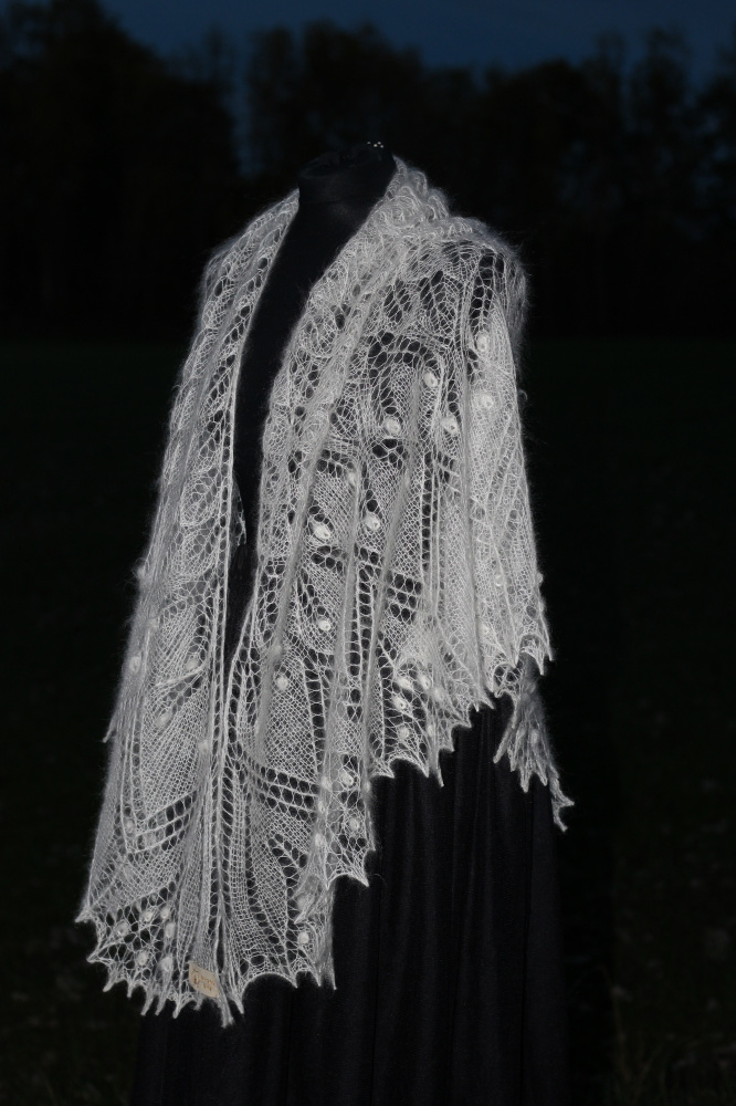 "Shawl ""Aeolian"" picture no. 3"