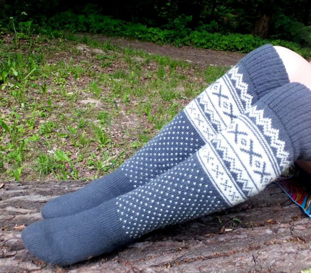 Long wool socks with patterns. picture no. 2