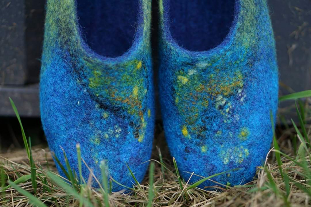 Blue felted slippers of womens picture no. 2