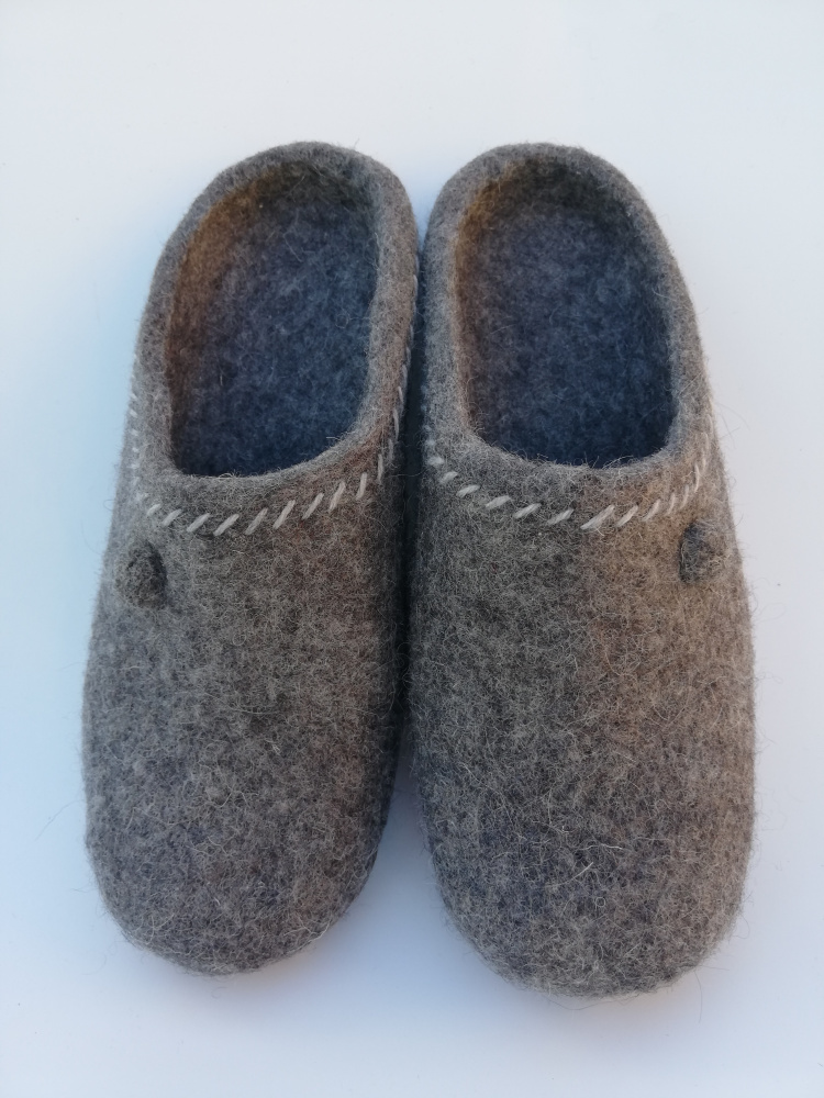 Naturally gray slippers