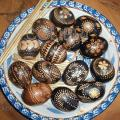eggs / Easter eggs painted with wax / alder decoction - Easter eggs - making